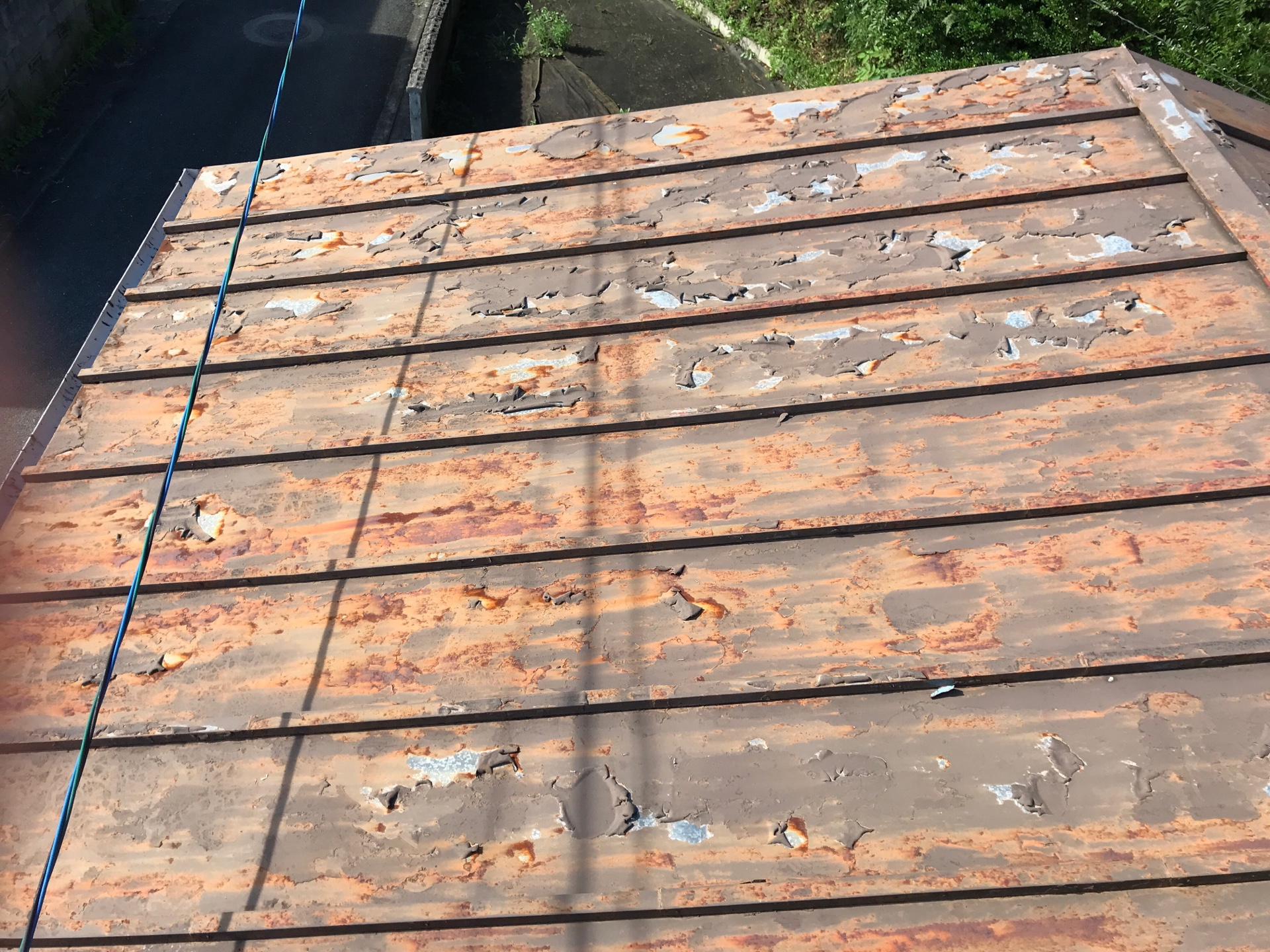 金属屋根の破れ